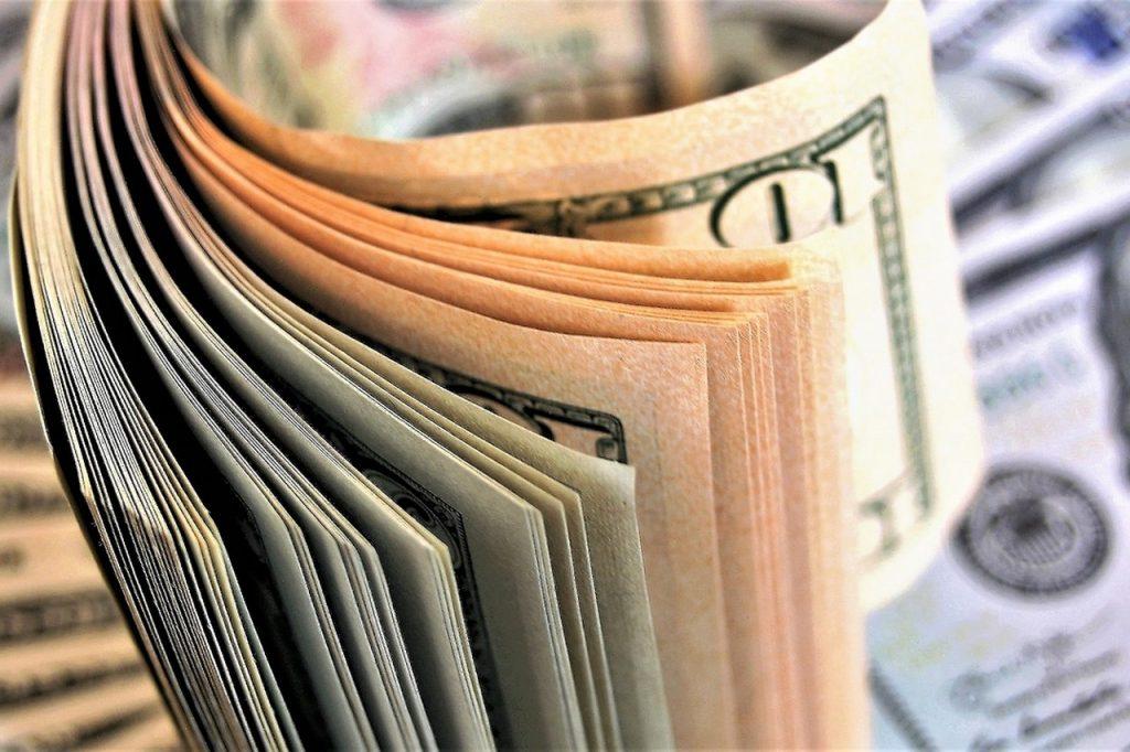 Seniorzy znikają z Rejestru – stery zadłużenia przejmują młodzi