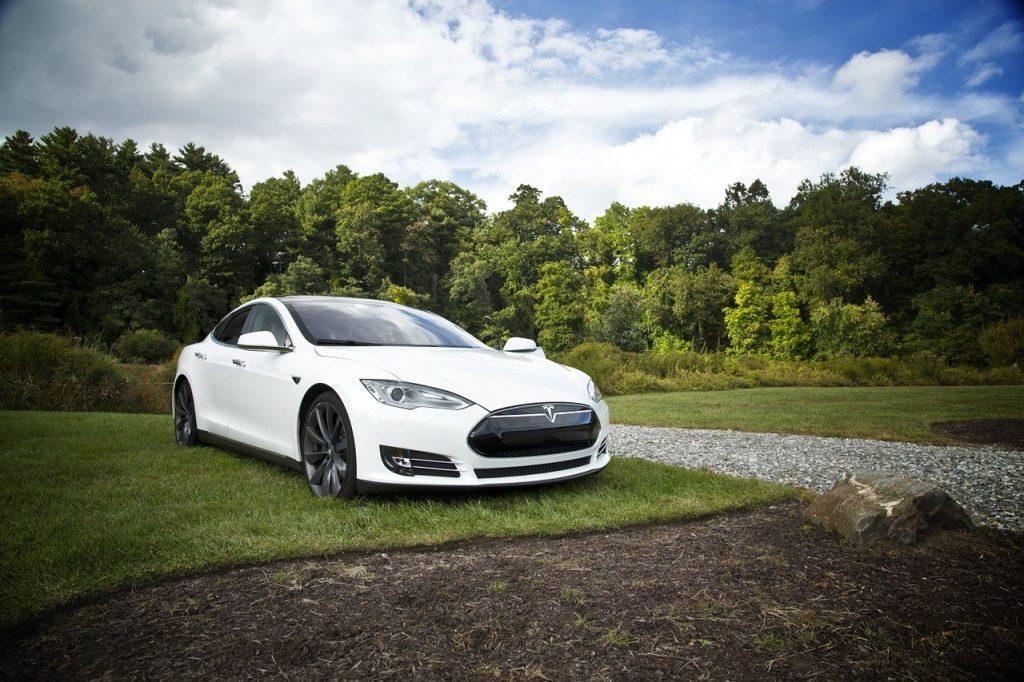 Ile hybrydy jest w samochodzie elektrycznym?