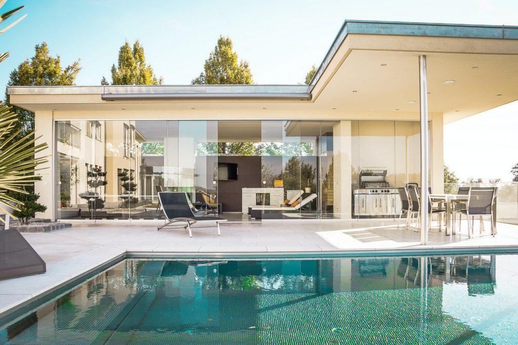 Czy projekty domów parterowych bez garażu to dobry wybór?