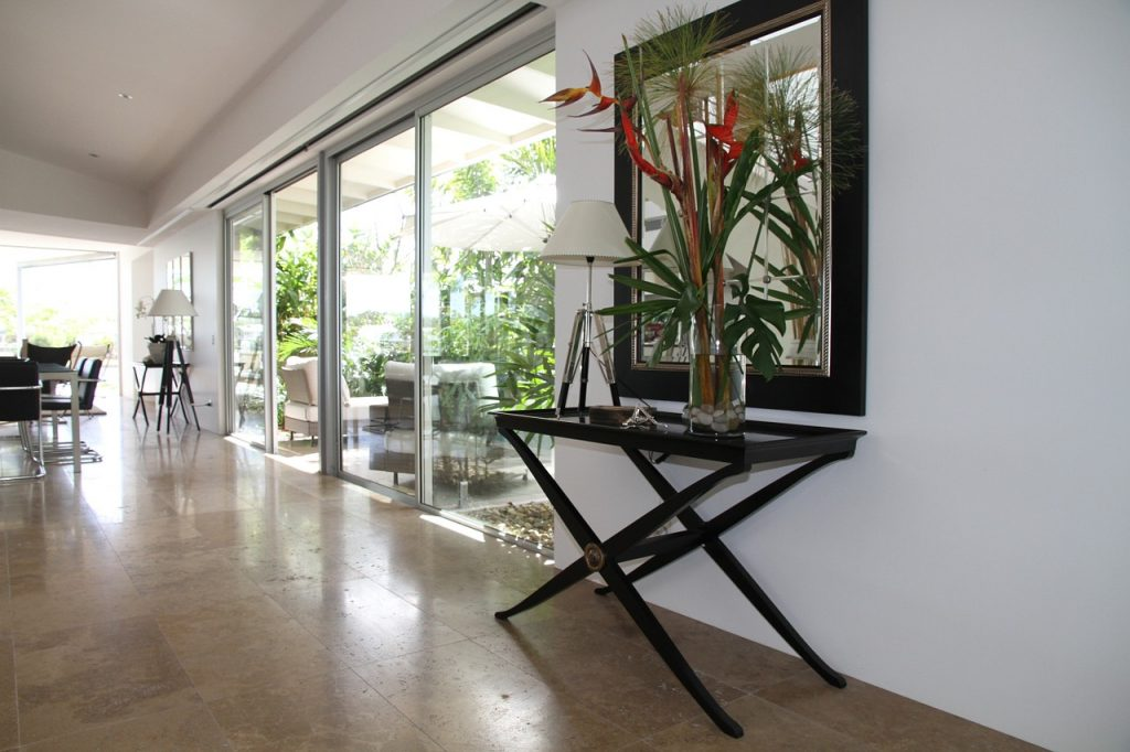 3 skuteczne sposoby na schłodzenie wnętrza domu