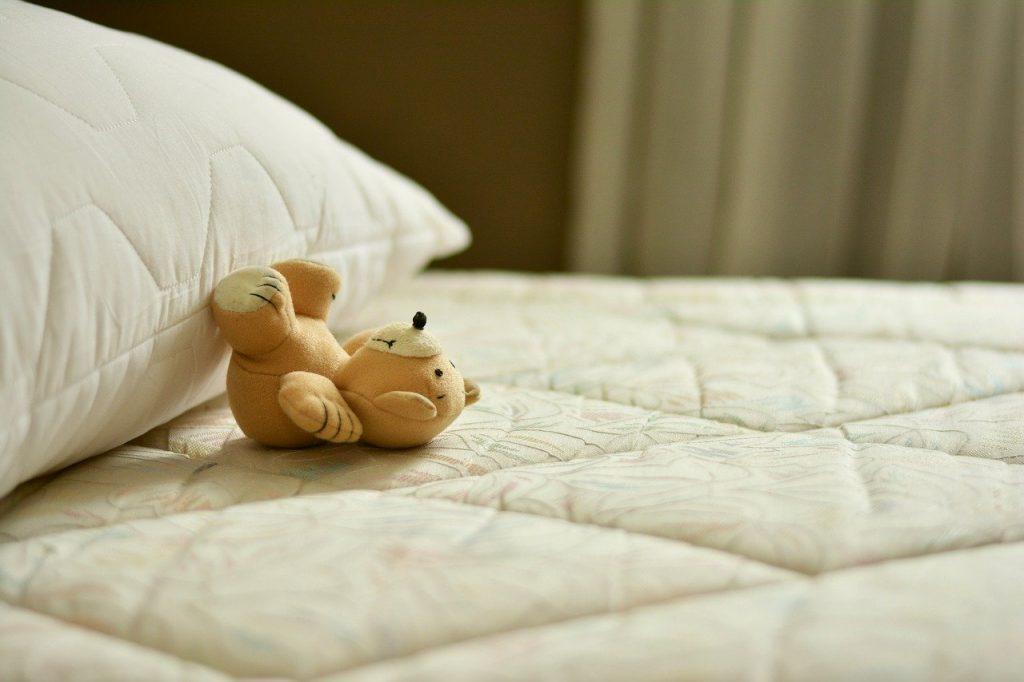 Strefa snu w pokoju dziecka – 3 praktyczne porady aranżacyjne