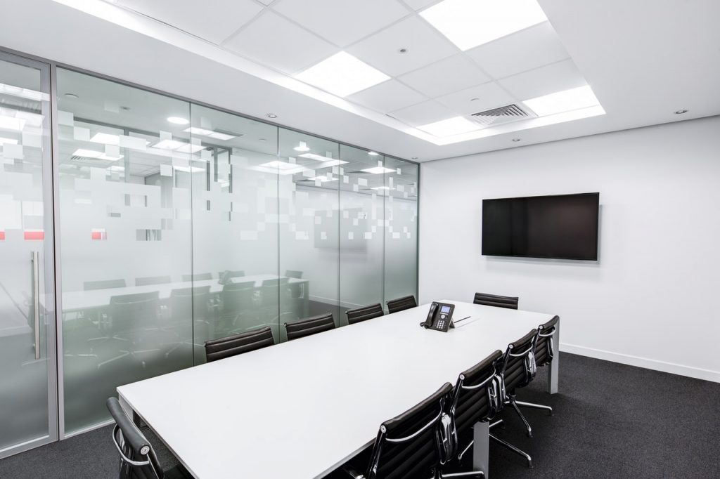 Dlaczego systemy AV są ważne w średnich firmach?
