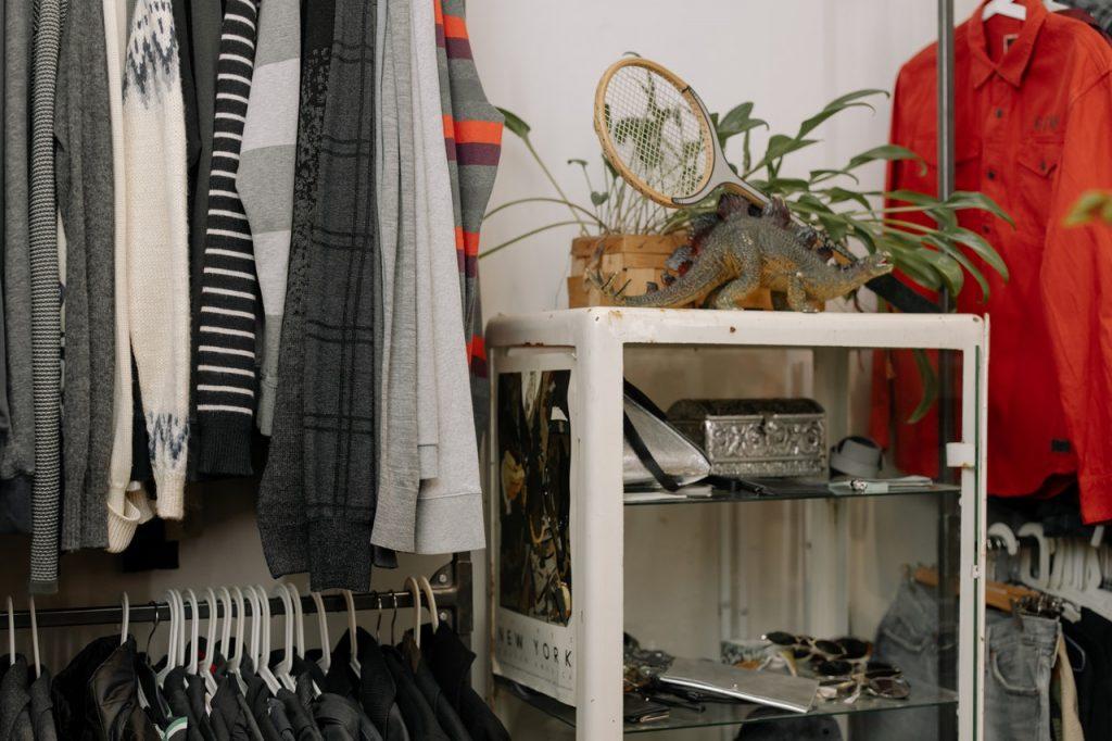 Ulubiony sklep odzieżowy nie musi być drogi. Jak warto go szukać?